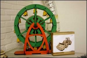 Ferris wheel and excavator for sale