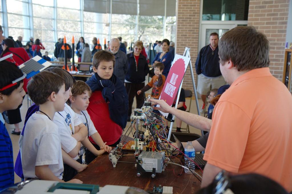 Children learning 3D printing